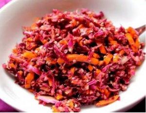 Wiosenna sałatka z octem balsamicznym i nasionami konopi